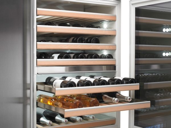 Perfect temperature with wine cooler from ASKO.