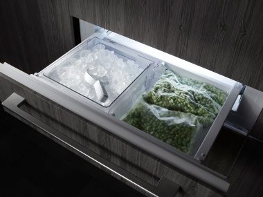 Smart electronic ice maker from ASKO