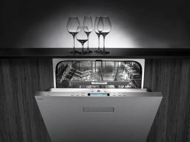 Wash your Orrefors crystal glasses in a dishwasher from ASKO.
