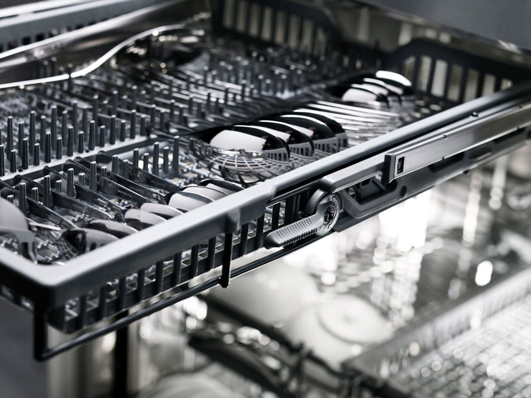 With Instant Lift™ in the dishwasher you can load more